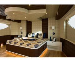100 Feet Yacht